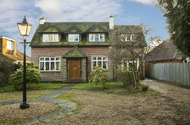 4 Bedrooms Detached House for sale in The Meadway, Tilehurst, Reading,