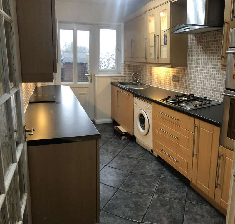 2 Bedrooms End Of Terrace House for rent in Maplecroft, Stockport, SK1
