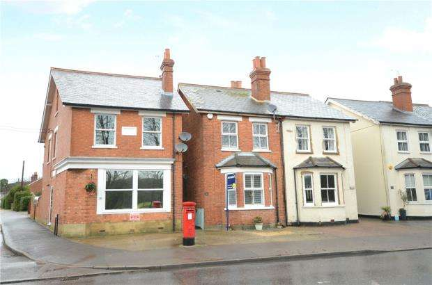2 Bedrooms Semi Detached House for sale in Yorktown Road, Sandhurst, Berkshire