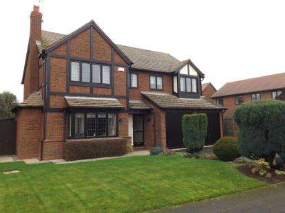 4 Bedrooms Detached House for sale in Kirkstone Drive, Gamston, Nottingham, Nottinghamshire