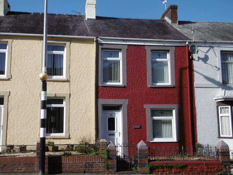 2 Bedrooms Terraced House for sale in 44 New Road, Llandeilo, Carmarthenshire.