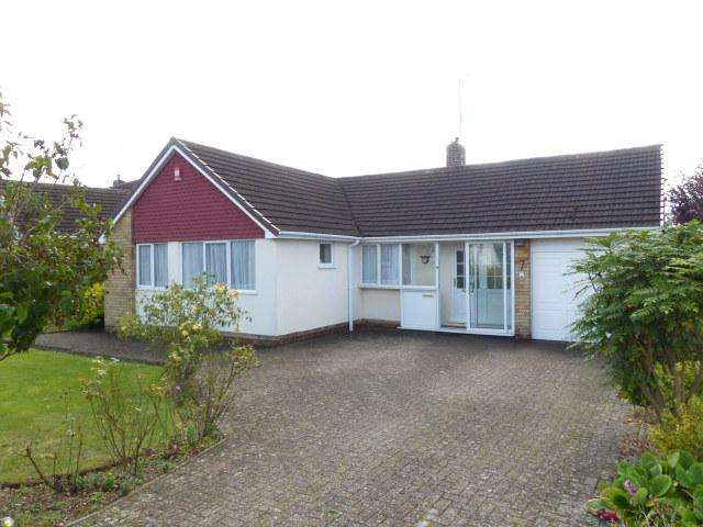 3 Bedrooms Detached Bungalow for sale in Martin Road,Walsall,West Midlands