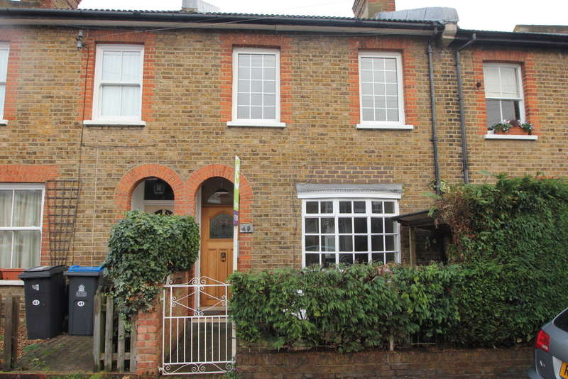 2 Bedrooms Terraced House for sale in King Charles Crescent, Surbiton