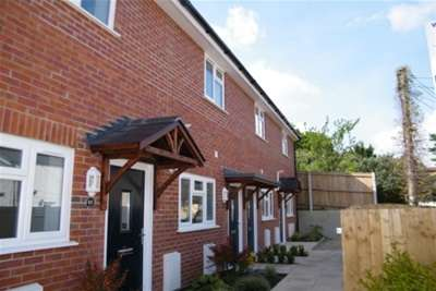 2 Bedrooms Terraced House for rent in Holly Hedge Lane, Poole