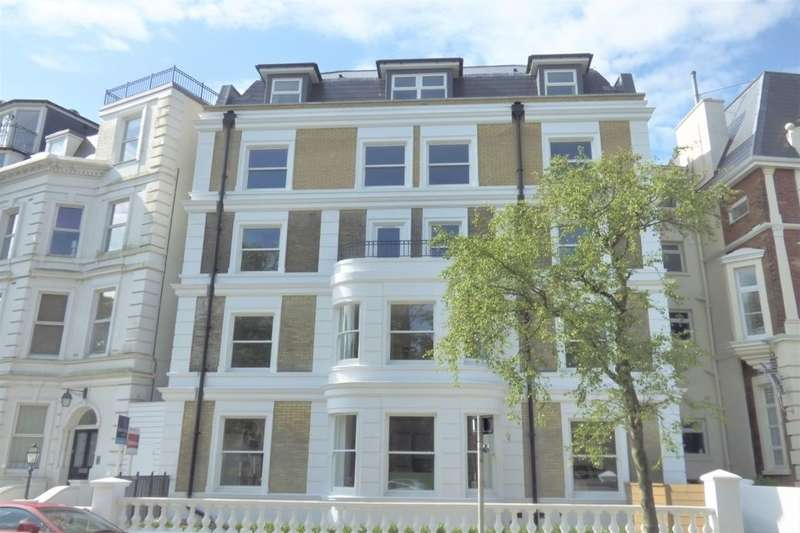 2 Bedrooms Flat for sale in Trinity Crescent, Folkestone, CT20