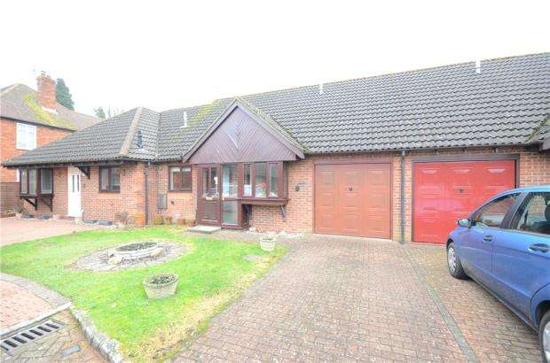 2 Bedrooms Terraced Bungalow for sale in Robert Way, Mytchett, Camberley