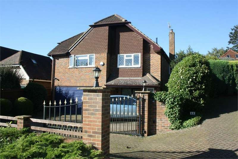 3 Bedrooms Detached House for sale in Folly Lane North, Farnham, Surrey