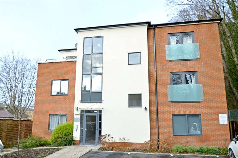2 Bedrooms Apartment Flat for sale in Hillbury Road, Whyteleafe, Surrey