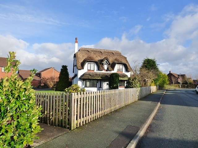 4 Bedrooms Detached House for sale in Leamington Close, Great Sankey, Warrington
