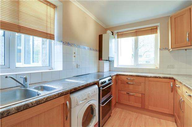 3 Bedrooms Flat for sale in Innes Gardens, LONDON, SW15 3AD