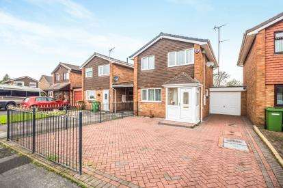 3 Bedrooms Link Detached House for sale in Oakridge Drive, Willenhall, West Midlands