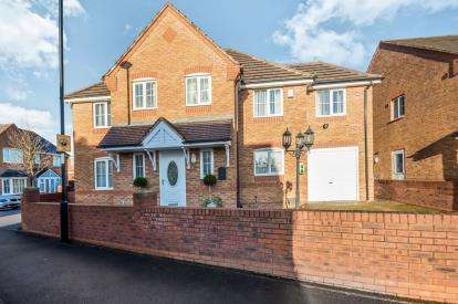 6 Bedrooms Detached House for sale in Knights Close, Willenhall, West Midlands