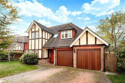 4 Bedrooms Detached House for sale in Green Farm Close, Green St Green