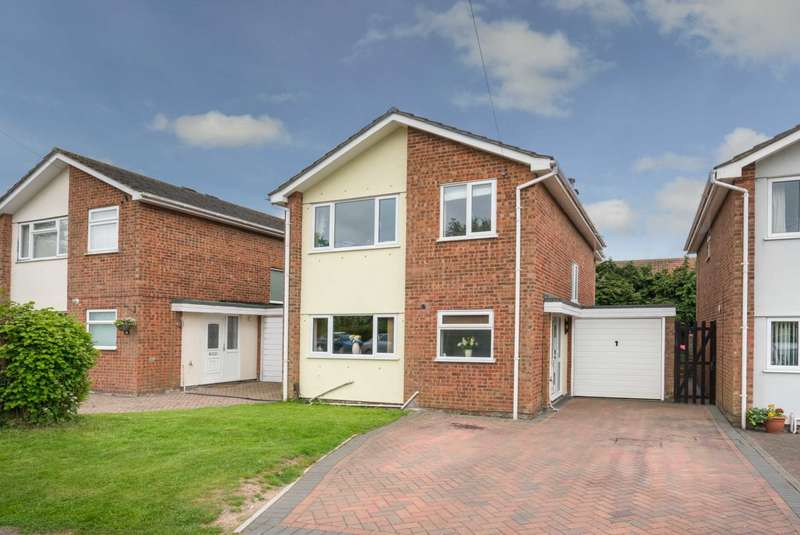 4 Bedrooms Detached House for sale in APPROX 1556 SQ FT EXTENDED DETACHED FAMILY HOME OVERLOOKING PLAYING FIELDS