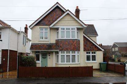 4 Bedrooms Detached House for sale in Shirley, Southampton, Hampshire