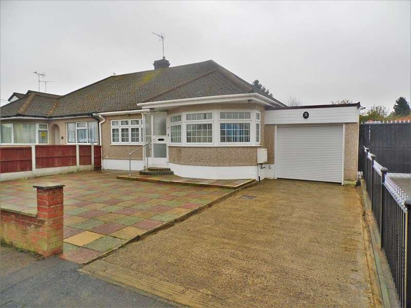 2 Bedrooms Semi Detached Bungalow for sale in Chestnut Close, Hockley