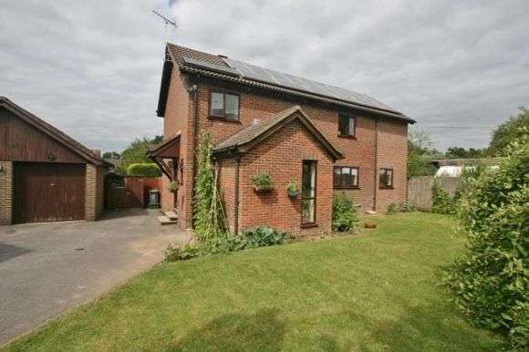4 Bedrooms Detached House for rent in Ramptons Meadow, Tadley