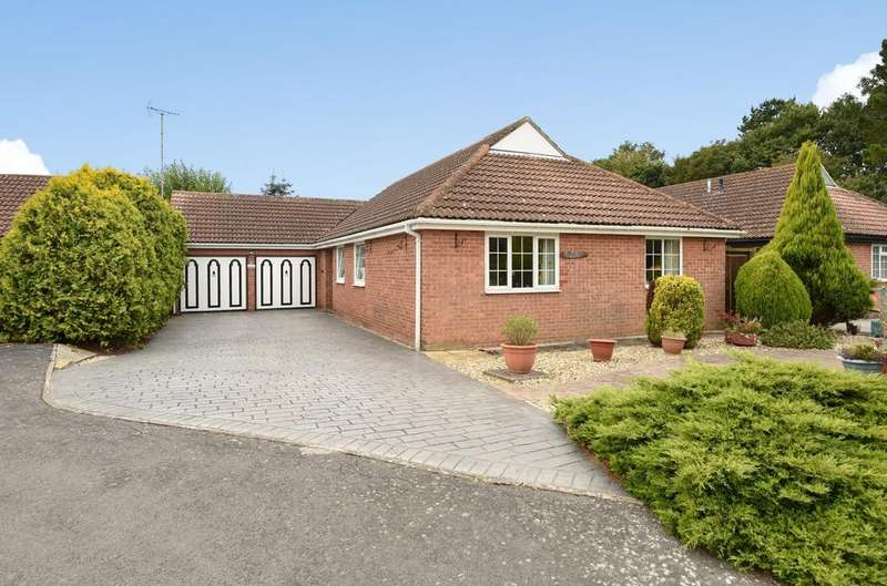 4 Bedrooms Detached Bungalow for sale in Kenlegh, Aldwick Felds, Bognor Regis, PO21