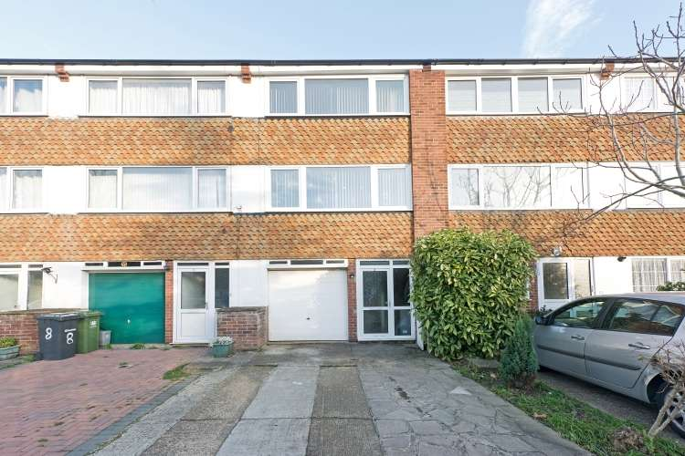 3 Bedrooms Terraced House for sale in London SE12
