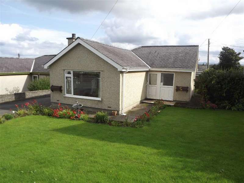 3 Bedrooms Detached Bungalow for sale in Bay View Road, Benllech, Anglesey