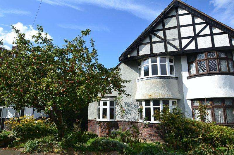 2 Bedrooms Semi Detached House for sale in Cloisters Avenue, Bickley, Bromley