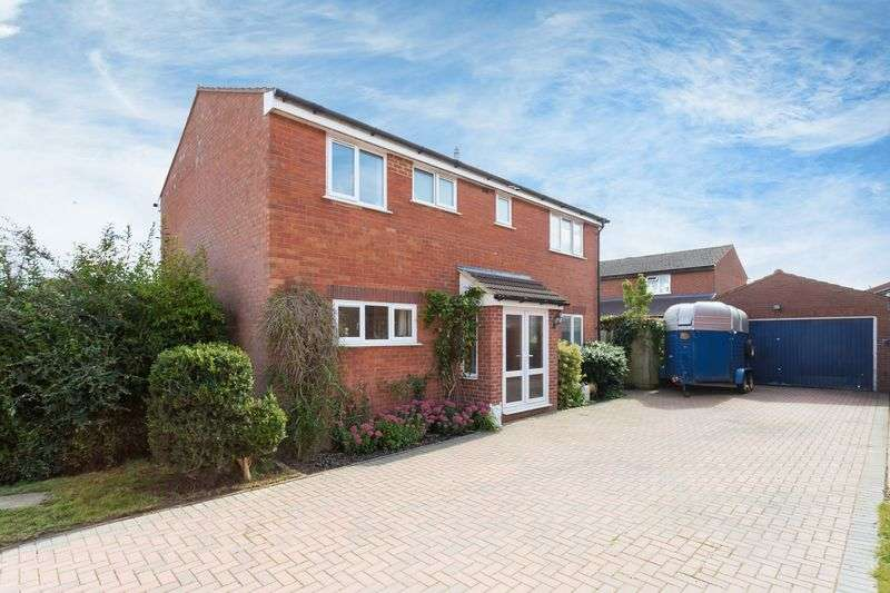 4 Bedrooms Property for sale in Carlton Close, Grove, Wantage
