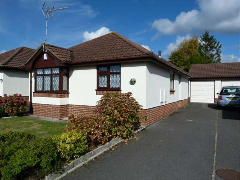 2 Bedrooms Detached Bungalow for sale in Hendford Gardens, BOURNEMOUTH, Dorset