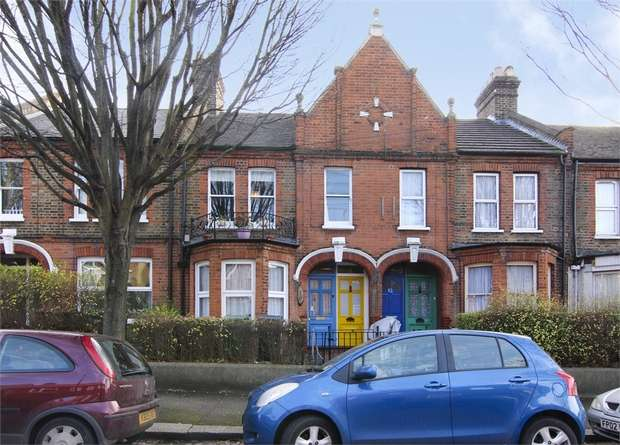 3 Bedrooms Flat for sale in Chewton Road, Walthamstow, London
