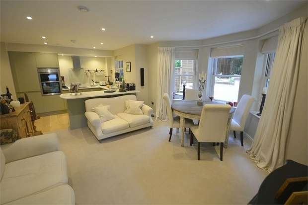 2 Bedrooms Flat for sale in Meyrick Park Crescent, Meyrick Park, Bournemouth