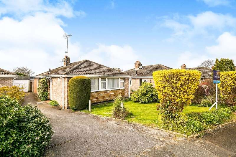 2 Bedrooms Detached Bungalow for sale in Stratford Road, Neston, CH64