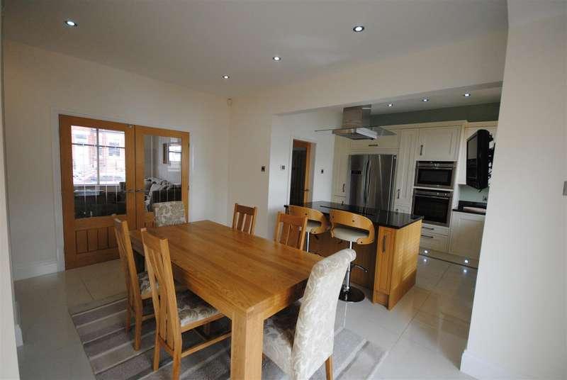 3 Bedrooms Semi Detached House for sale in Avondale Road, Swinley, Wigan.