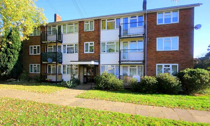 2 Bedrooms Apartment Flat for sale in 2 DOUBLE BEDROOMS, 1st FLOOR with BALCONY, NO UPPER CHAIN, HP2