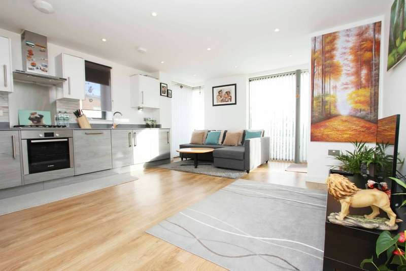 2 Bedrooms Flat for sale in Caulfield Gardens, Pinner Hill Road, Pinner