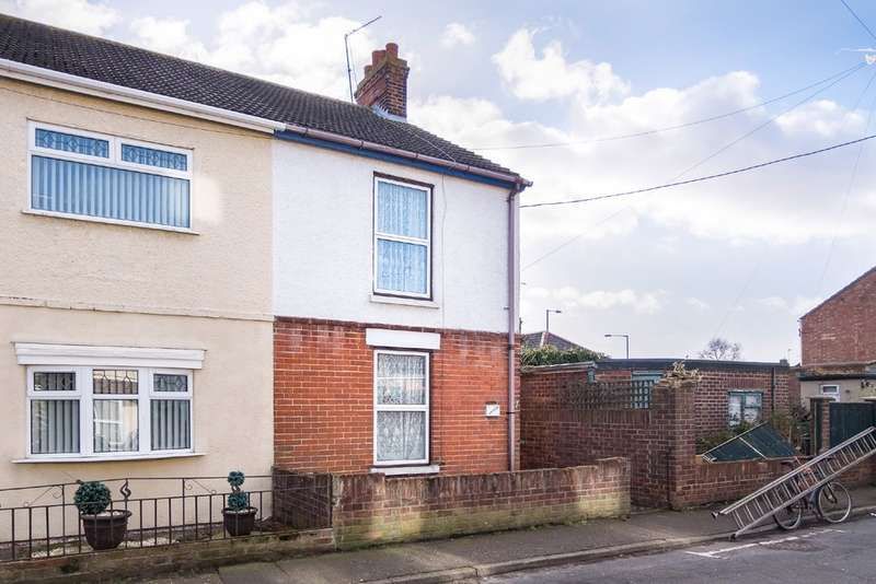 3 Bedrooms Semi Detached House for sale in Croft Road, Caister-On-Sea
