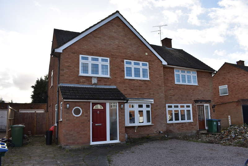 3 Bedrooms Semi Detached House for sale in Comet Close, Leavesden Watford