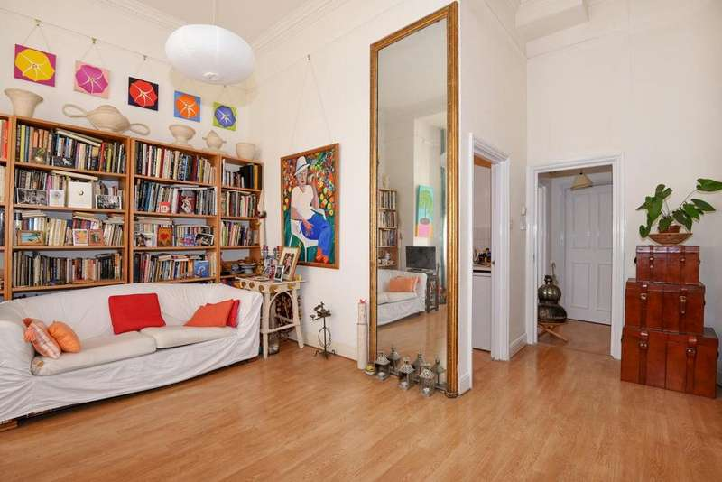 2 Bedrooms Flat for sale in Penywern Road, Earl's Court