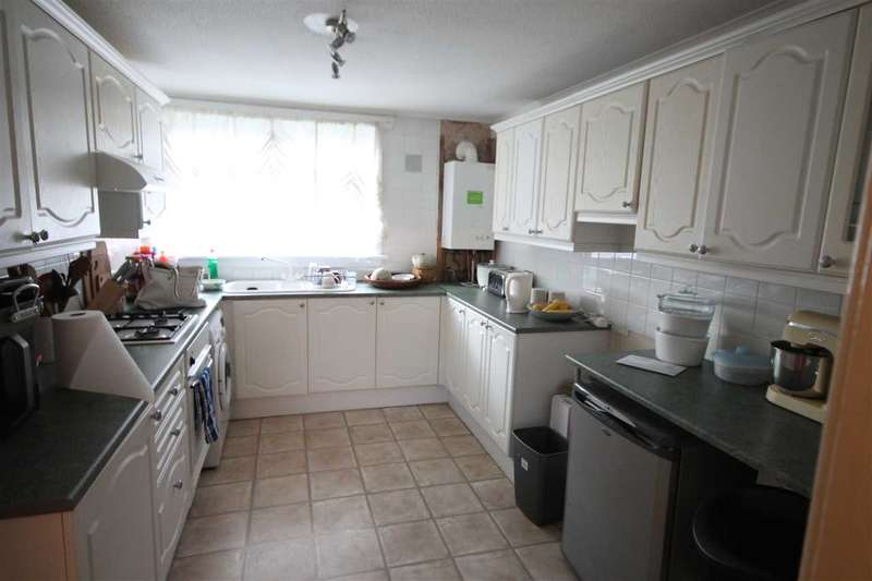 2 Bedrooms Flat for rent in Cumbrae Crescent, Coatbridge