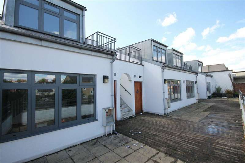 3 Bedrooms Flat for sale in Witham Road, Ealing, W13