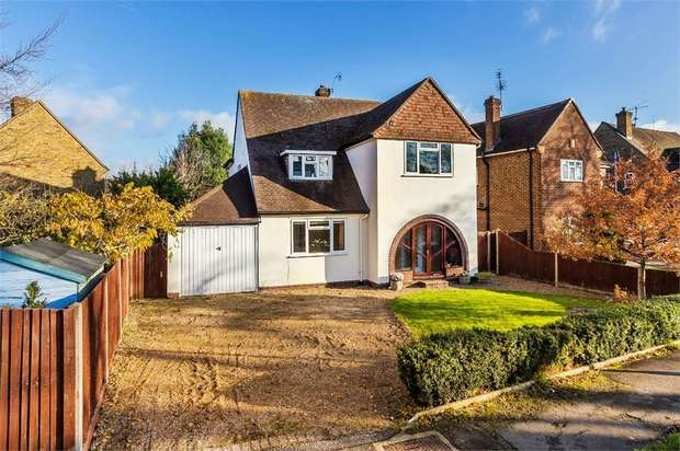 4 Bedrooms Detached House for sale in Walton Park, WALTON-ON-THAMES, Surrey