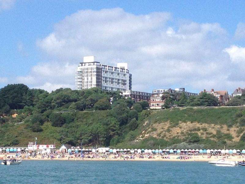 2 Bedrooms Flat for sale in West Cliff Road, Bournemouth