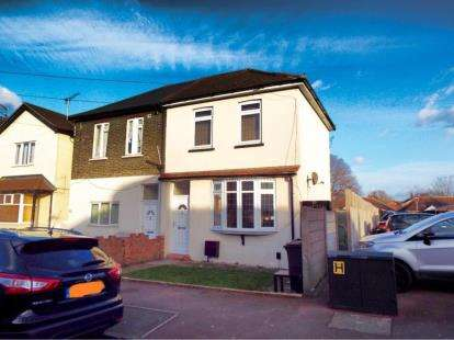 3 Bedrooms Semi Detached House for sale in Dagenham, Essex, United Kingdom
