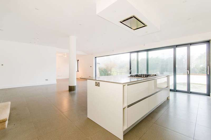 4 Bedrooms House for rent in St Lawrence Drive, Pinner, HA5