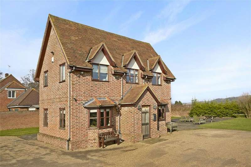 4 Bedrooms Detached House for sale in 2 Aston Bury Lane, Stevenage, Hertfordshire, SG2