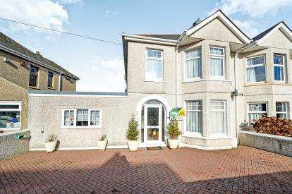 4 Bedrooms Semi Detached House for sale in Newquay, Cornwall, England