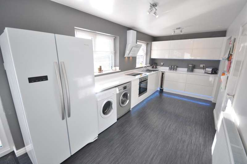 5 Bedrooms Detached House for sale in Pendle Hill Close, Grimsargh, Preston, Lancashire, PR2 5BG