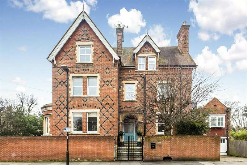 3 Bedrooms Flat for sale in Ridgway, Wimbledon, London, SW19
