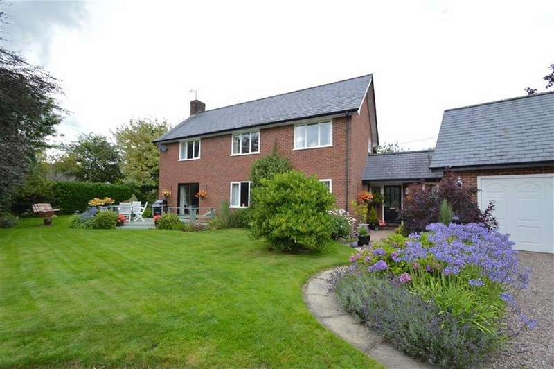 5 Bedrooms Detached House for sale in Maes-Y-Rhiw, Berriew, Welshpool