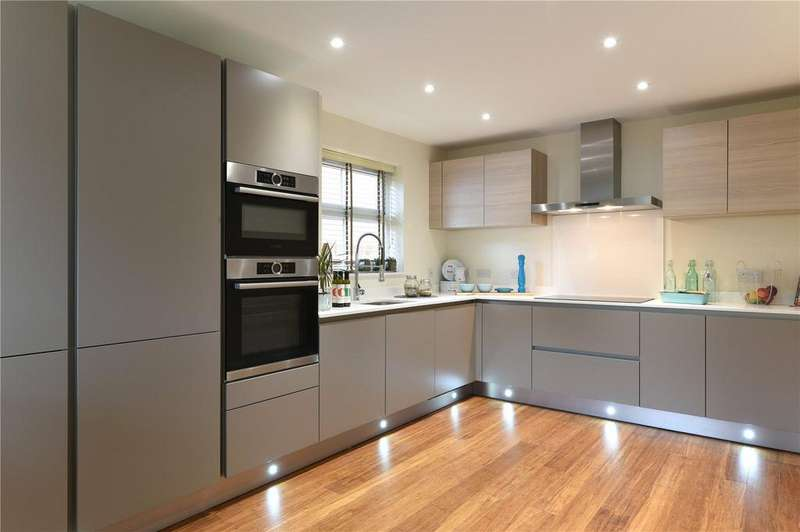 4 Bedrooms Detached House for sale in Hengist Drive, Aylesford, Kent, ME20