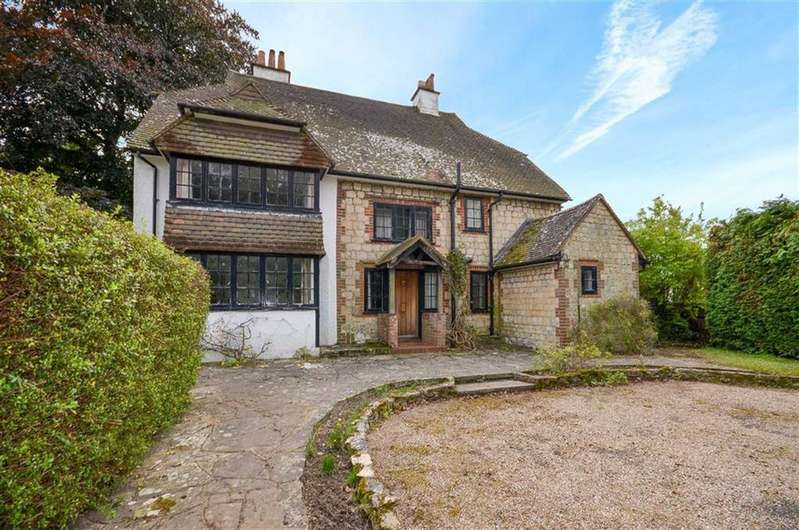 5 Bedrooms Detached House for sale in School Hill, Wrecclesham, Farnham