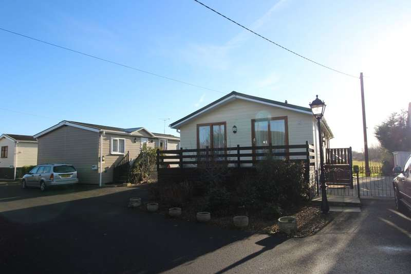 2 Bedrooms Detached Bungalow for sale in Little Venice Hampstead Lane, Yalding, Maidstone, ME18